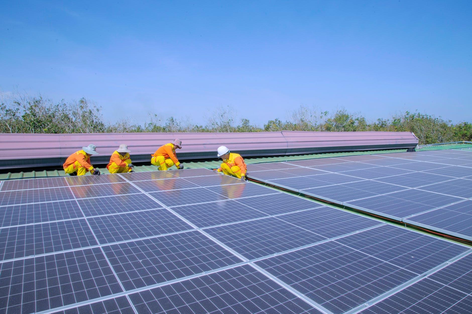Installation von Solarmodulen